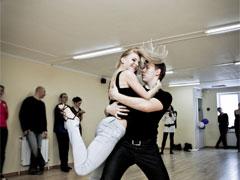 Как самому научиться танцевать хастл?