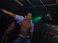 Клубные танцы парней - видео