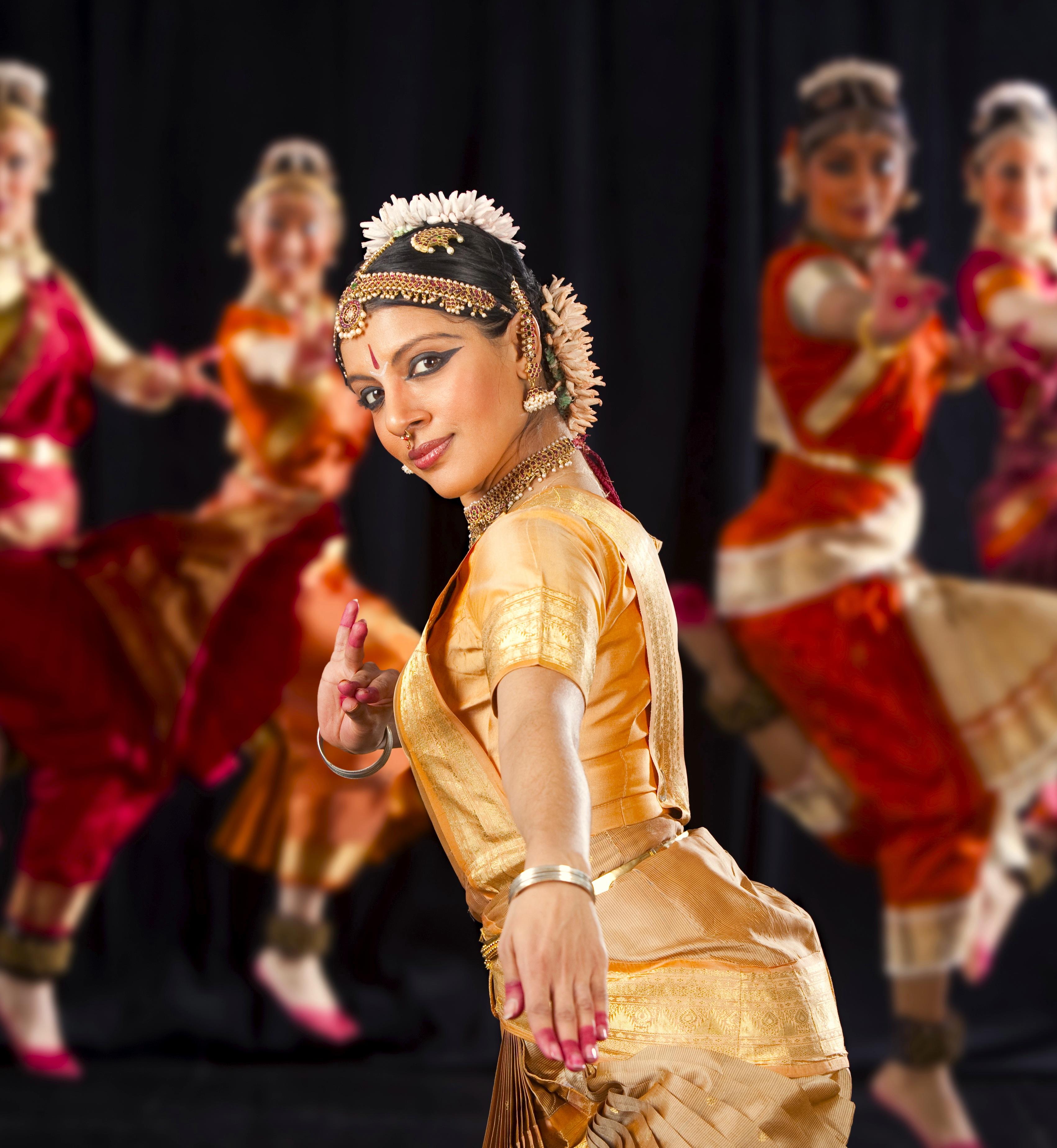 Танцы на публике 12 фотография