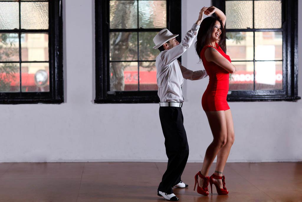 Смотреть девушки танцуют голые