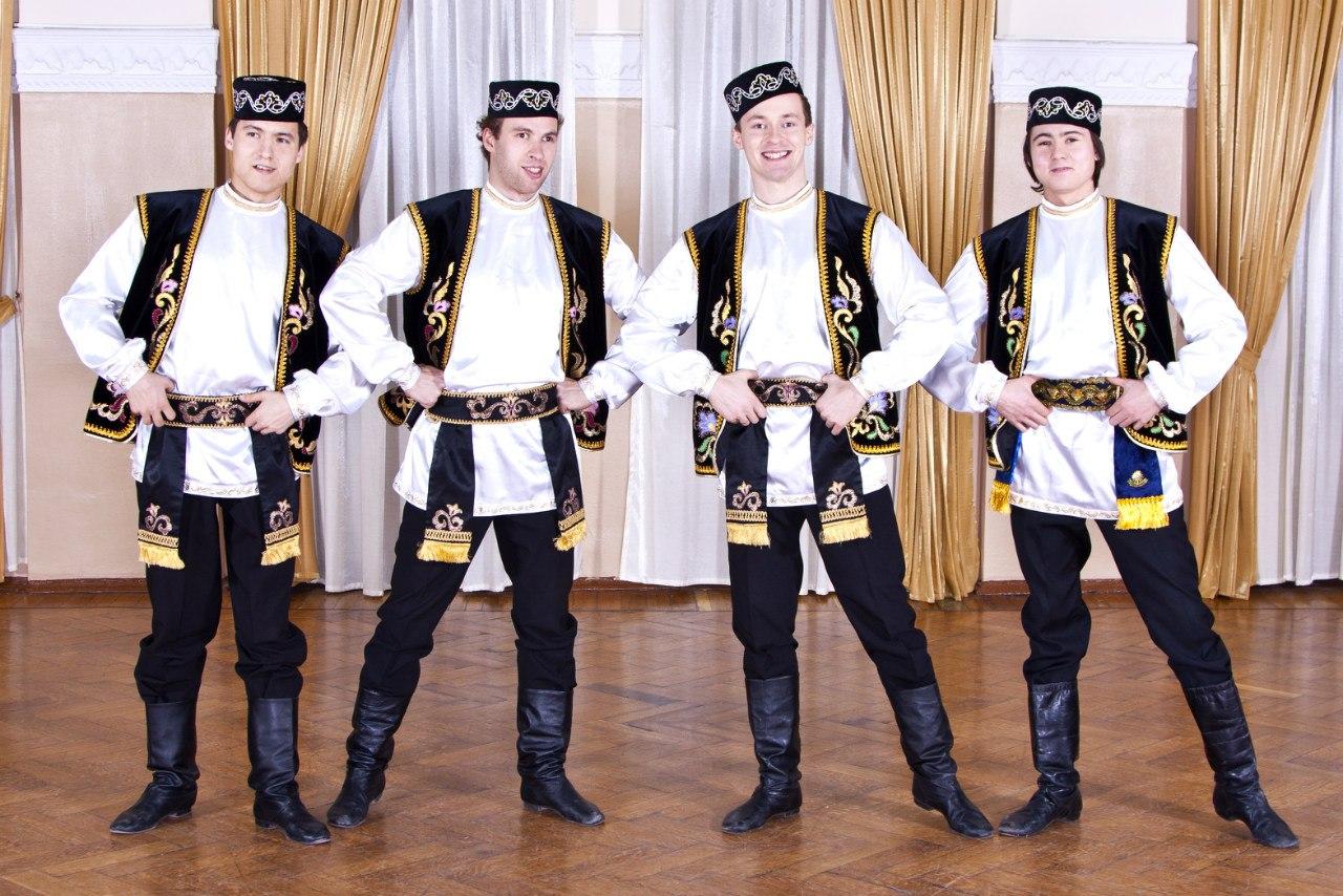 татары в своих костюмах фото крепят легким наклоном